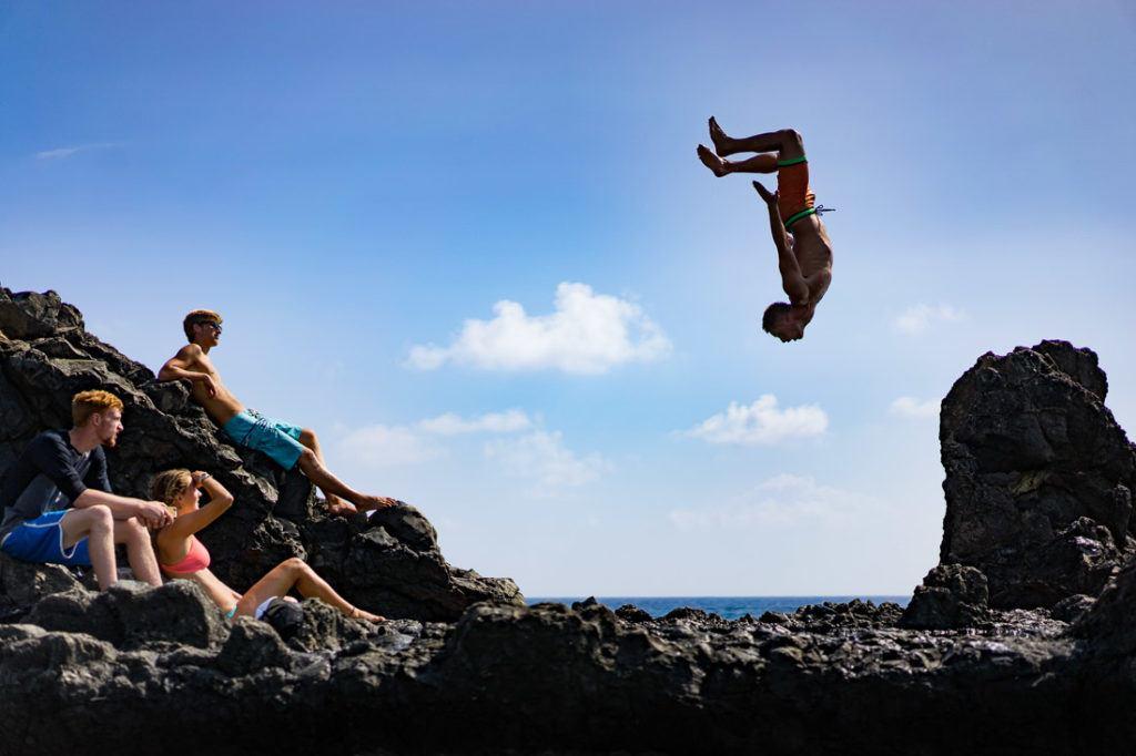 cliff jump mokulua islands