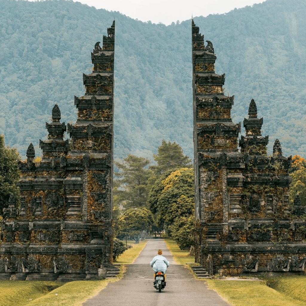 10 best instagram travel accounts