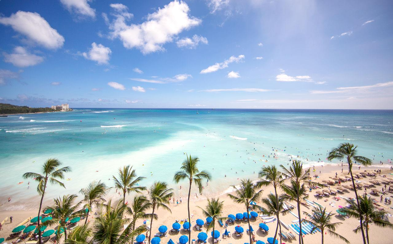 This image has an empty alt attribute; its file name is outrigger-waikiki-beach-resort-hololulu-home1-top1.jpg
