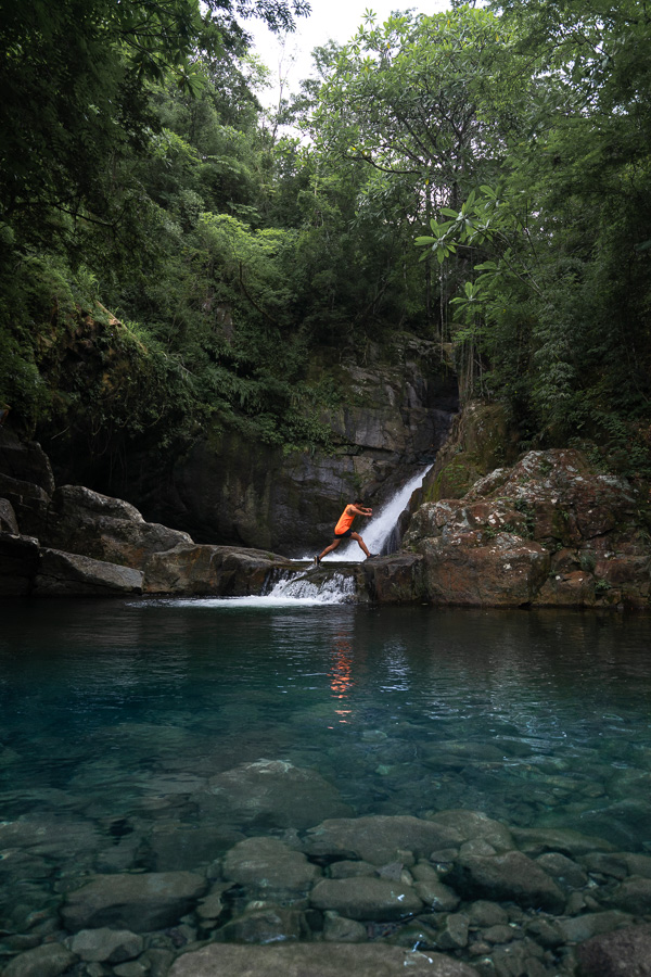 joguata waterfall cliff jump panama