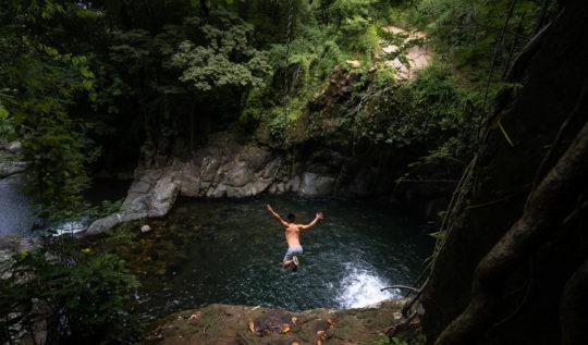 joguata waterfall cliff jump panama
