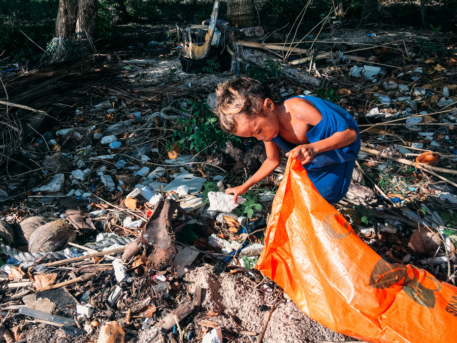 WAYS TO REDUCE PLASTIC POLLUTION FOR TRAVELERS