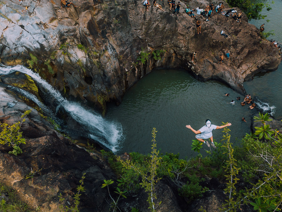 los valles waterfall cliff jump panama