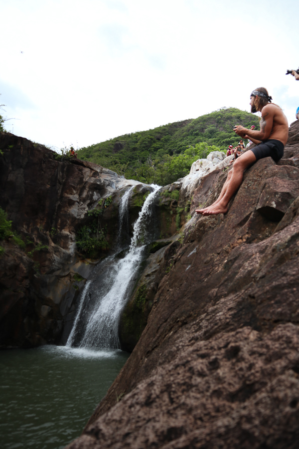 los valles waterfall cliff jump panama